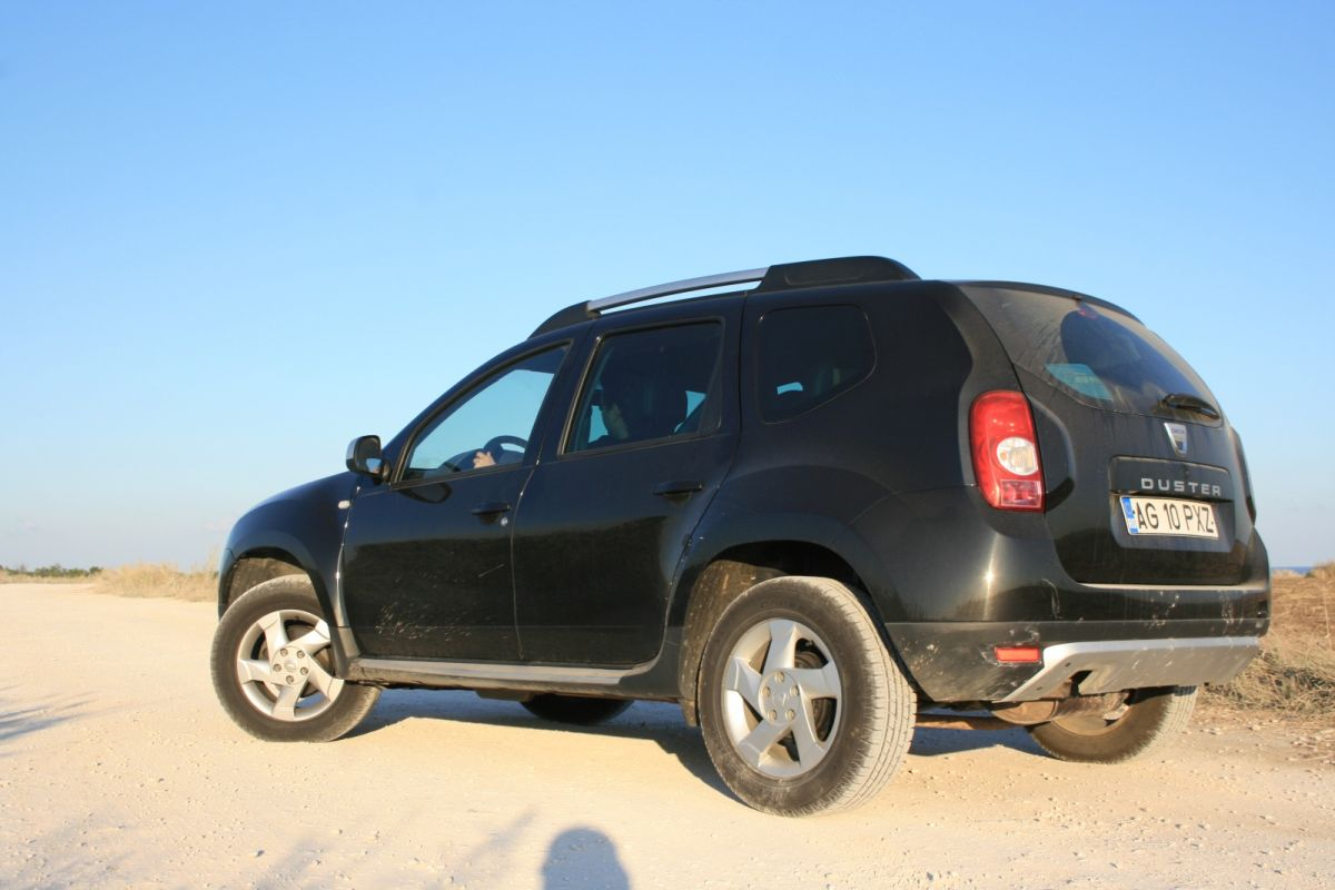 drive test dacia duster andra zaharia. Black Bedroom Furniture Sets. Home Design Ideas